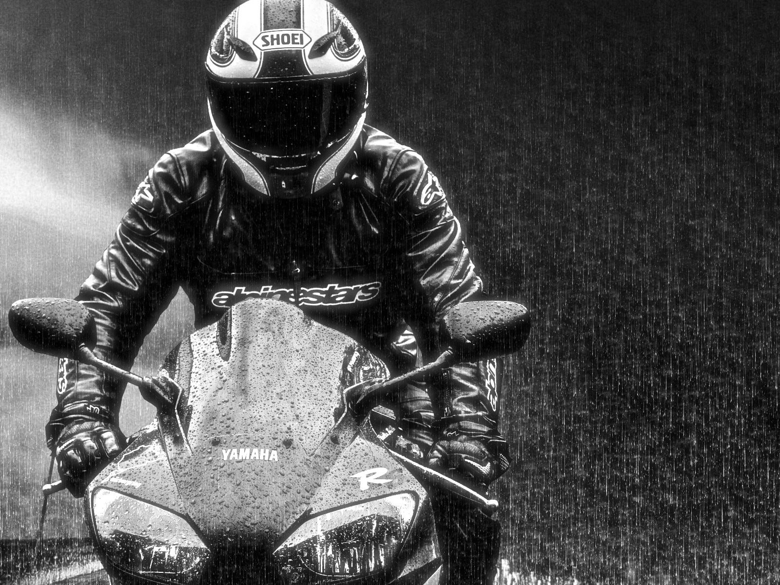 Поездка на мотоцикле в дождь